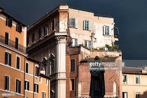 statue of giordano bruno against buildings at campo de fiori - campo stock pictures, royalty-free photos & images