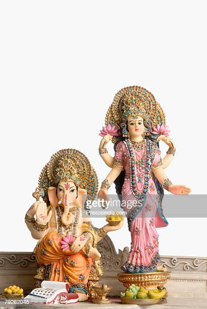 statue of god ganesha and goddess laxmi - goddess lakshmi stock pictures, royalty-free photos & images