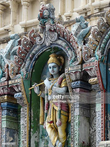 statue of god krishna at temple - dieu hindou photos et images de collection