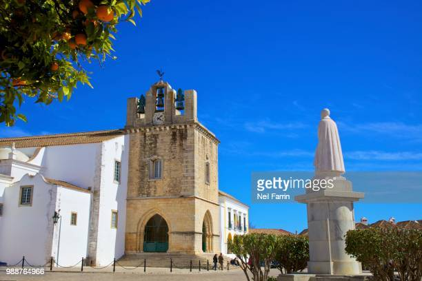 statue of grande bispo d. francisco gomes do avelar in front of the cathedral, faro, algarve, portugal, europe - faro stock photos and pictures