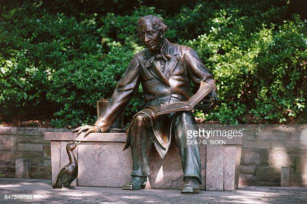 Statue of Hans Christian Andersen reading The Ugly Duckling by Georg John Lober Central Park Manhattan New York United States of America