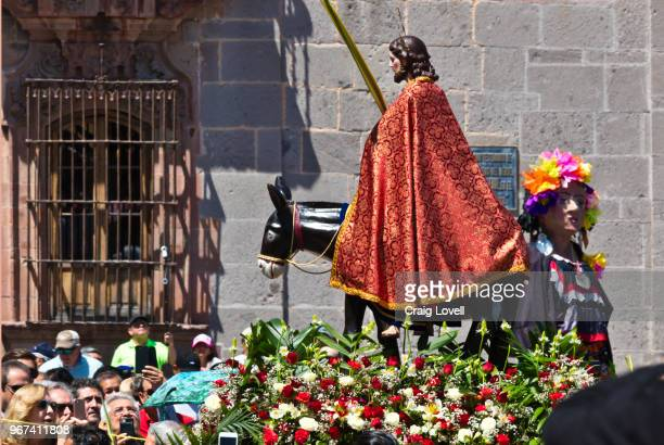 a statue of jesus christ is carried in the palm sunday procession from parque juarez to the jardin - san miguel de allende, mexico - jesus palm sunday stock pictures, royalty-free photos & images