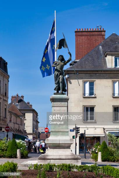 statue of joan of arc in compiègne - gwengoat stock pictures, royalty-free photos & images