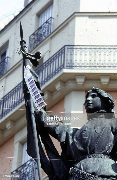 Statue of Joan of Arc in Paris for the event and free private school in 1984 France Statue de Jeanne d'Arc durant manifestation a Paris pour l'ecole...