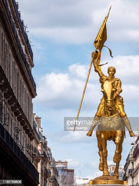 statue of joan of arc in paris france. famous french historical figure and leader in the hundreds year war. jeanne d'arc - heroes stock pictures, royalty-free photos & images