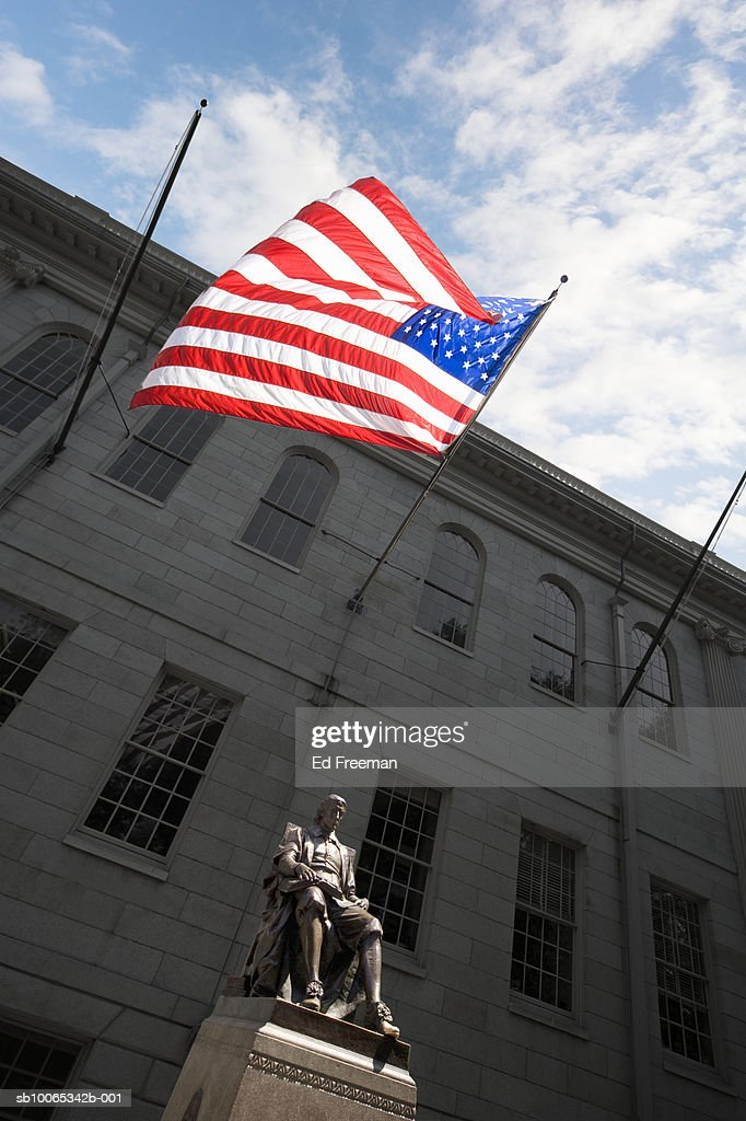 Statue of John Harvard in Harvard Yard, low angle view : Foto stock