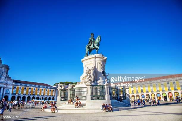 statue of joseph 1, place du commerce, pembaline, lisbon, portugal - lisbon stock pictures, royalty-free photos & images