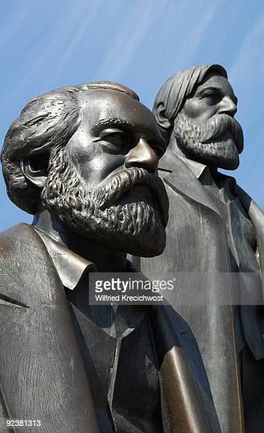 statue of karl marx and friedrich engels, close-up - friedrich engels foto e immagini stock