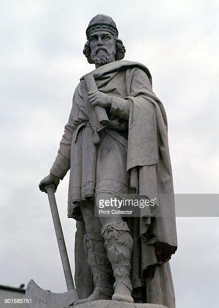 Statue of King Alfred at Wantage in Oxfordshire 9th century