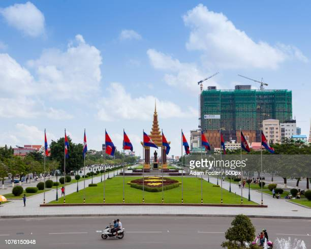 statue of king father norodom sihanouk - norodom sihanouk stock pictures, royalty-free photos & images
