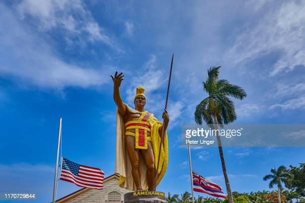 statue of king kamehameha,kapaau,big island,hawaii,usa - hawaii flag stock pictures, royalty-free photos & images