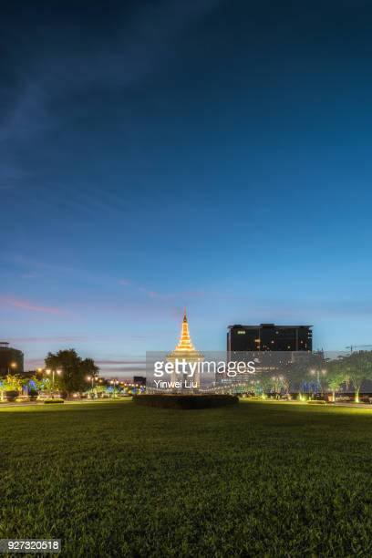 statue of king norodom sihanouk, dusk, phnom penh province, cambodia - norodom sihanouk stock pictures, royalty-free photos & images