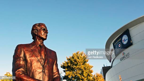 A statue of late Philadelphia Flyers Owner and Founder Ed Snider was unveiled during an afternoon ceremony on October 19 2017 at the Wells Fargo...
