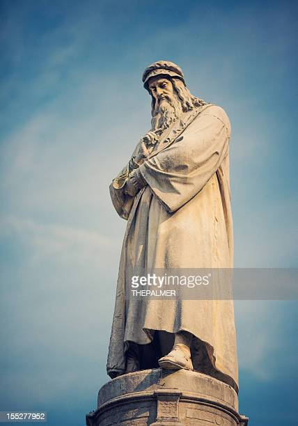 statue of leonardo da vinci - leonardo da vinci stock pictures, royalty-free photos & images