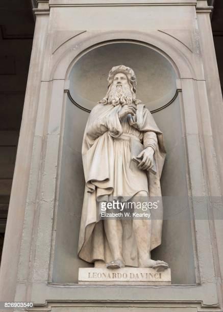 statue of leonardo da vinci - leonardo da vinci imagens e fotografias de stock