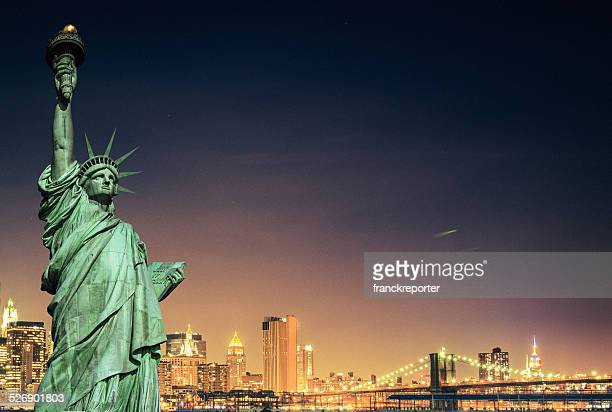 statue of liberty and new york city skyline - statue of liberty stock pictures, royalty-free photos & images