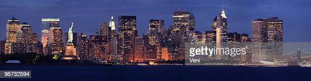 Freiheitsstatue und die Skyline von New York