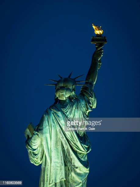 statue of liberty at dusk - panyik-dale stock photos and pictures