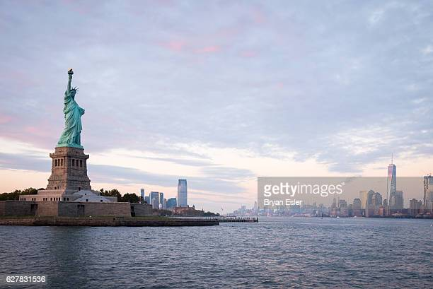 statue of liberty before sunset - statue of liberty stock pictures, royalty-free photos & images
