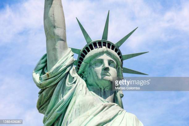 statue of liberty, manhattan, new york, usa - new york harbour stock pictures, royalty-free photos & images