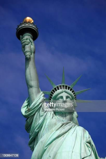 statue of liberty, new york city - massimo pizzotti foto e immagini stock