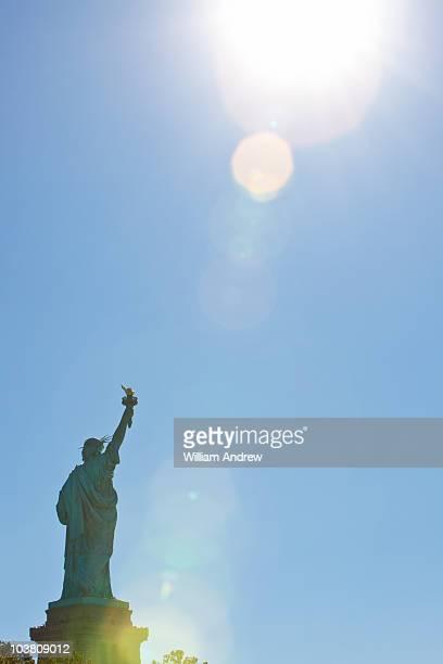 statue of liberty - monument stockfoto's en -beelden