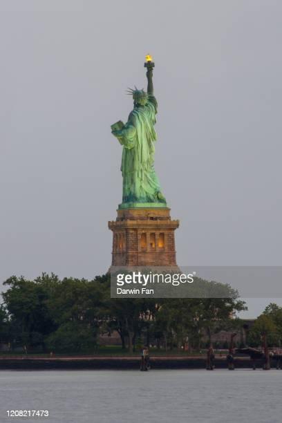 statue of liberty - cu fan - fotografias e filmes do acervo