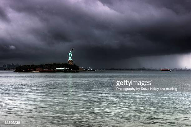 statue of liberty - governors island stock pictures, royalty-free photos & images