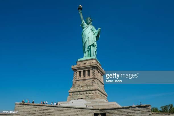statue of liberty - gustave eiffel photos et images de collection