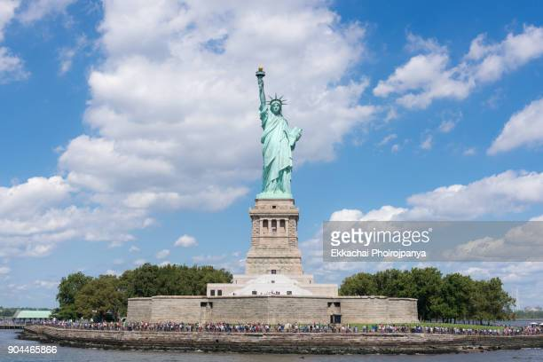 statue of liberty - statue of liberty stock pictures, royalty-free photos & images