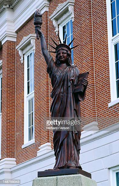 statue of liberty replica on main street. - madison grace stock pictures, royalty-free photos & images