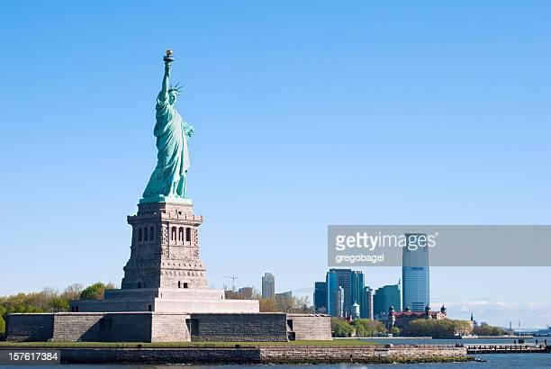 Statue von Liberty, New Jersey im Hintergrund
