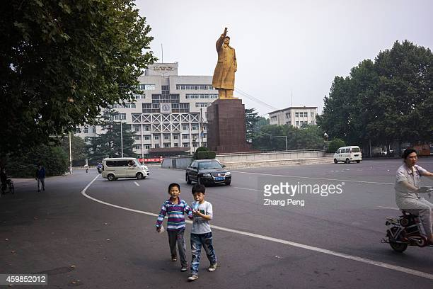 Statue of Mao Zedong in Luo Yang Bearing Co LYC is Chinese biggest nationowned bearing factory founded in 1954 as a key project in China's...