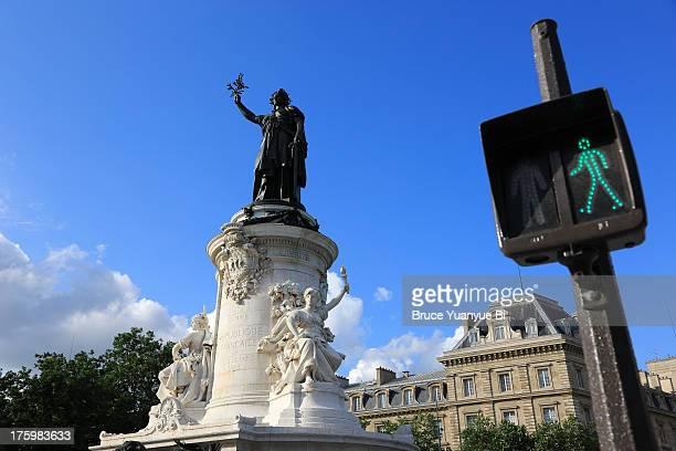 statue of marianne in place de la republique - place de la republique paris stock pictures, royalty-free photos & images