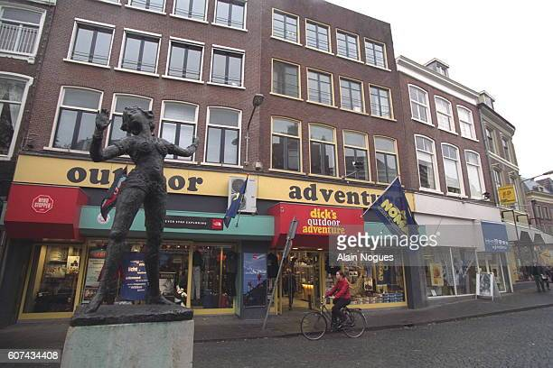 Statue of Mata Hari in Leuuwarden Mata Hari lived in the third house on the right as a child