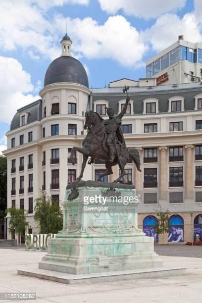 statue von mihai viteazul in bukarest - bukarest stock-fotos und bilder