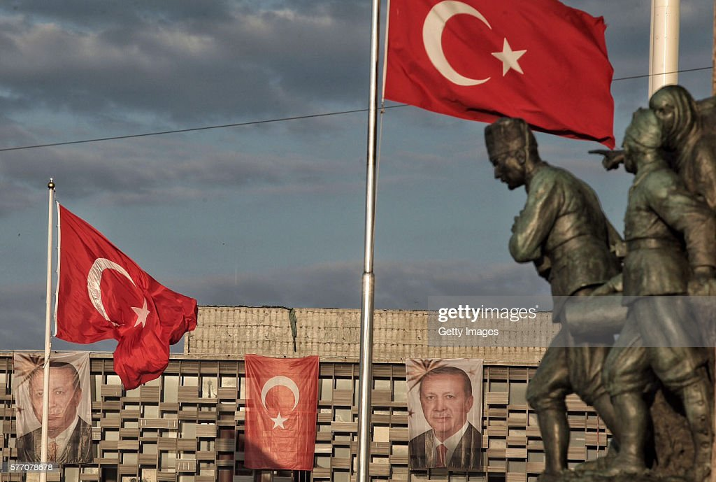 Erdogan Supporters Gather In The Streets : Nieuwsfoto's
