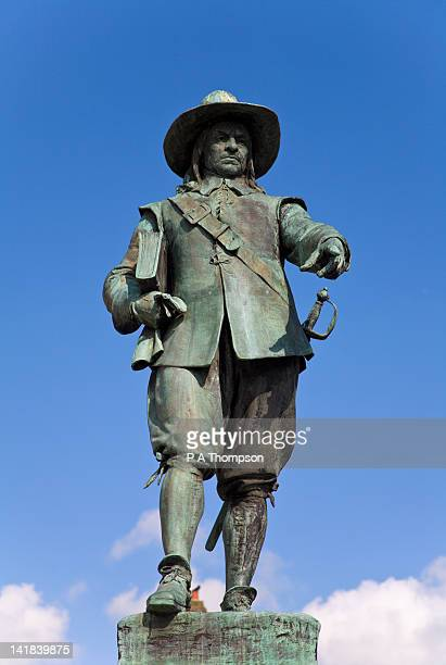 statue of oliver cromwell, st ives, cambridgeshire, england - statue stock pictures, royalty-free photos & images