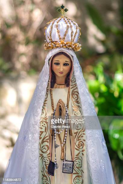 a statue of our lady of fatima - our lady of fatima stock pictures, royalty-free photos & images