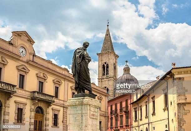 像の ovid インピアッツア xx settembre 、イタリアのアブルッツィ sulmona - アブルッツォ州 ストックフォトと画像