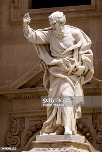 statue of paul the apostle on santa maria delle colonne, province of syracuse, sicily, italy - paul the apostle stock pictures, royalty-free photos & images
