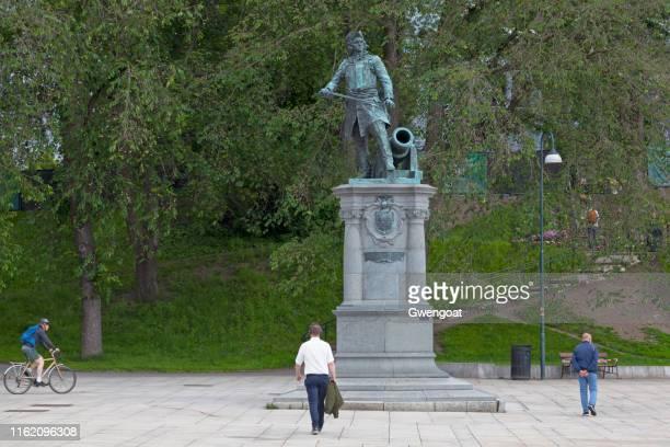 estatua de peter tordenskjold en oslo - gwengoat fotografías e imágenes de stock