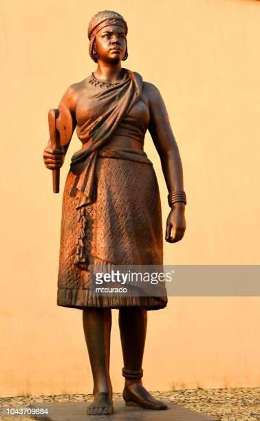 Statue der Königin Jinga vor Sao Miguel-Festung - Luanda, Angola