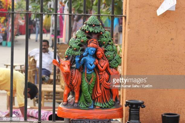 statue of radha and krishna by railing - radha krishna stock pictures, royalty-free photos & images
