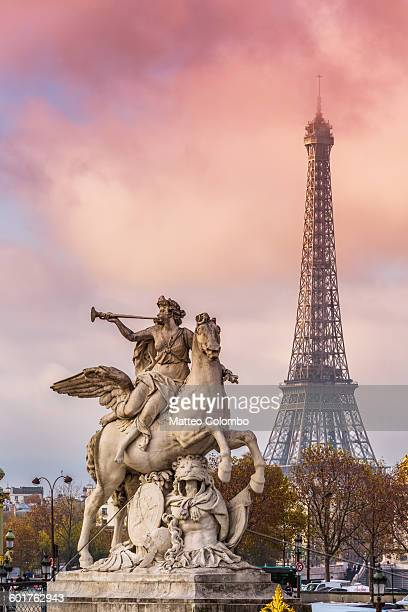 Statue of Renommee and Eiffel tower, Paris
