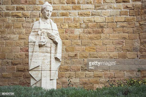 statue of saint at sagrada familia cathedral, barcelona, spain - familia stock pictures, royalty-free photos & images