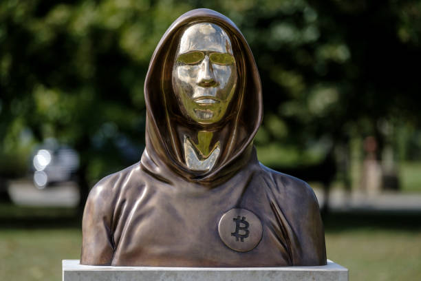 HUN: Statue Honors Bitcoin Inventor 'Satoshi Nakamoto' In Budapest Park