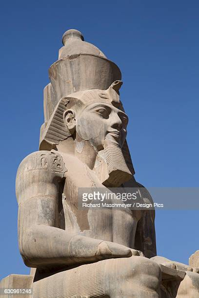 statue of seated ramses ii, court of ramses ii, luxor temple - rameses ii stock photos and pictures