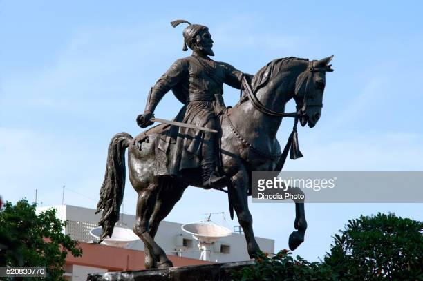 statue of shivaji maharaja near gatway of india, bombay, mumbai, maharashtra, india - maharaja stock pictures, royalty-free photos & images
