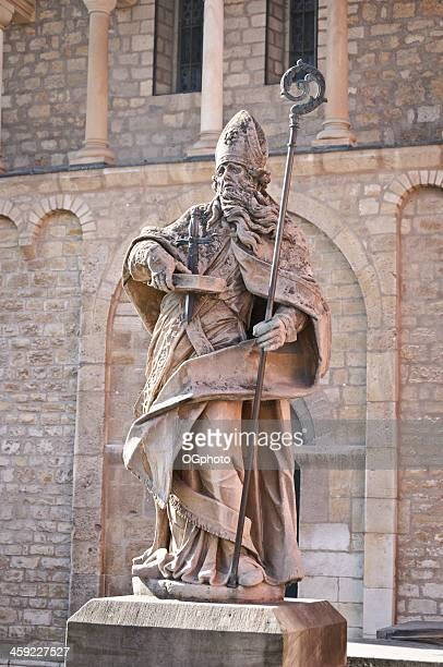 statue de saint-boniface de mayence, allemagne - ogphoto photos et images de collection